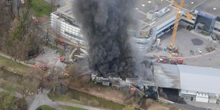 Brand in Lagerhalle - 1