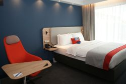 Holiday Inn Express _ Double Room _ Queen Size Bed _ OSNN copy-